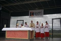 Der Altar wurde auf der Festivalbühne aufgebaut.