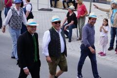 ... und Politiker von Stadt-, Kreis- und Landtag. Zu Fuß...