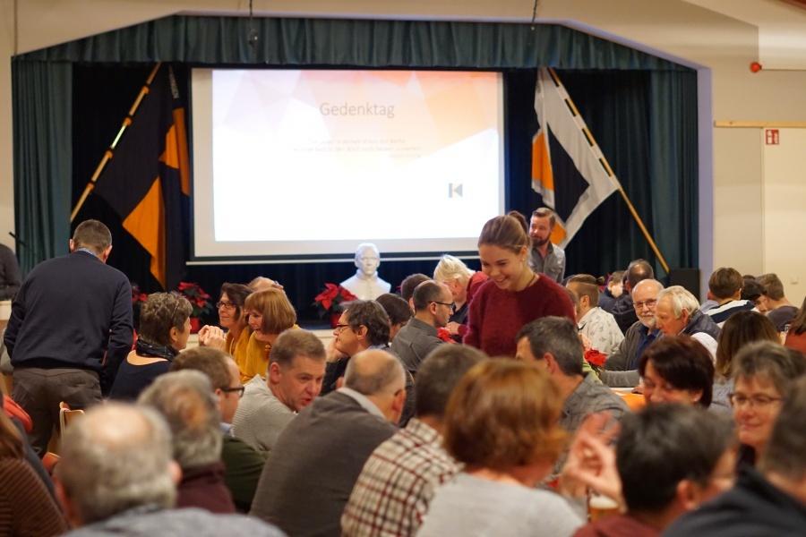 Gut 180 Personen kamen dann im großen Saal im Laurentiushaus zusammen.