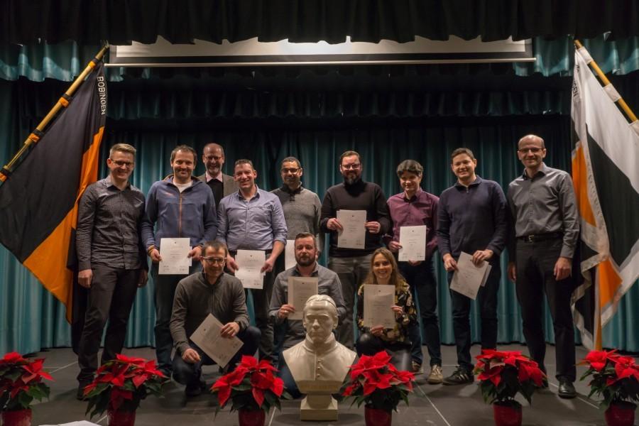 Gruppenbild der anwesenden Mitglieder, die für 25 Jahre Treue zum Kolpingwerk geehrt wurden.