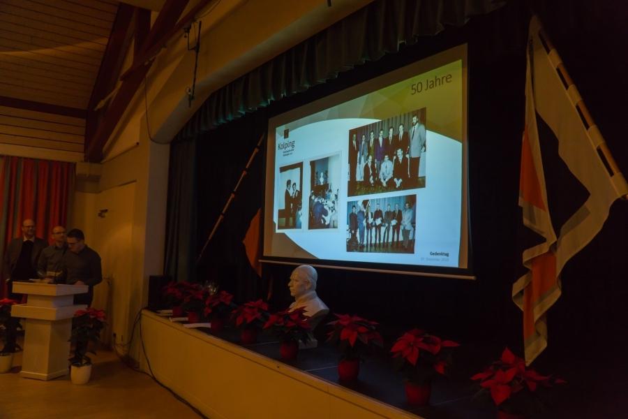 Josef Bühler zeigte Fotos von den Mitgliedern, die für dieses Jahr für 50 Jahre Mitgliedschaft geehrt wurden.