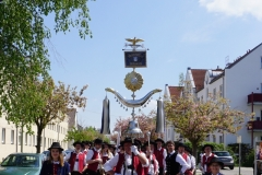 Maifest 2019: Einzug der Stadtkapelle und der Tanzpaare auf den Rathausplatz