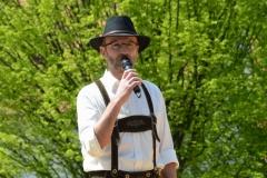 Maifest 2019: Walter Fehle stellt jeweils die Tänze und die Tänzer vor