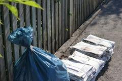 Säckeweise gut erhaltene Gebrauchtkleider und stapelweise Altpapier standen zur Abholung bereit.